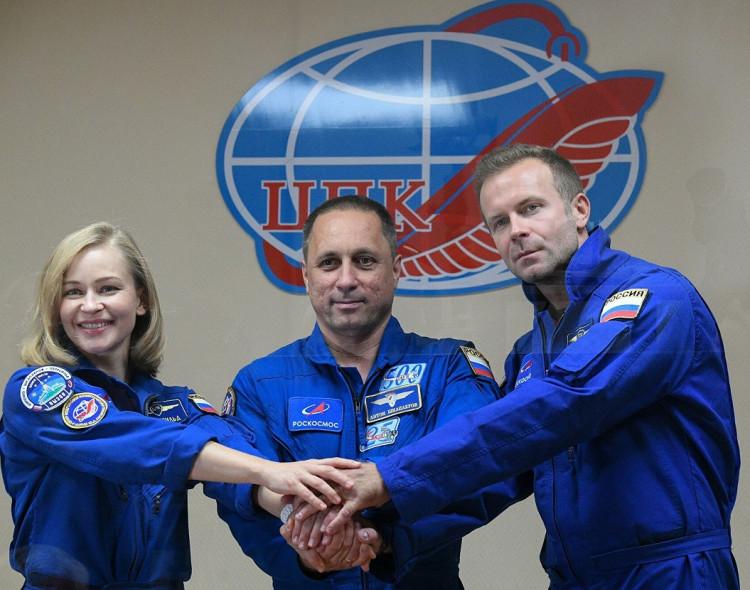 Русия стана първата държава в света изпратила в космоса режисьор и киноактриса